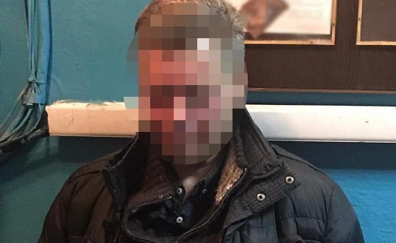 В киевском метро пьяный пассажир напал на копа