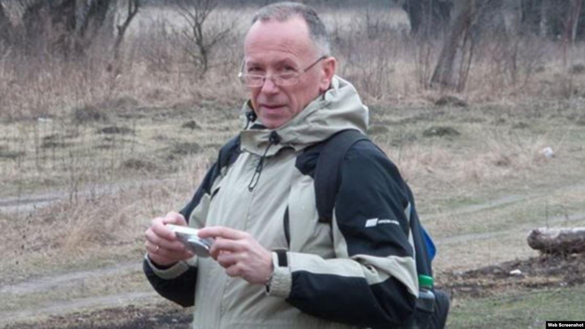 До заяви журналіст додав 11 сторінок доказів реальних погроз / фото: Владислав Савенок