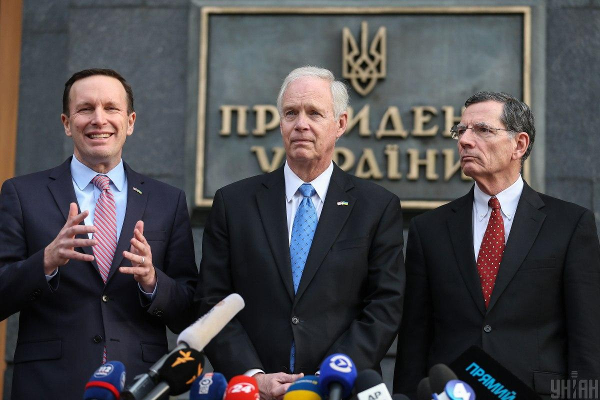 Американські сенатори Кріс Мьорфі, Рон Джонсон та Джон Баррасо / фото УНІАН