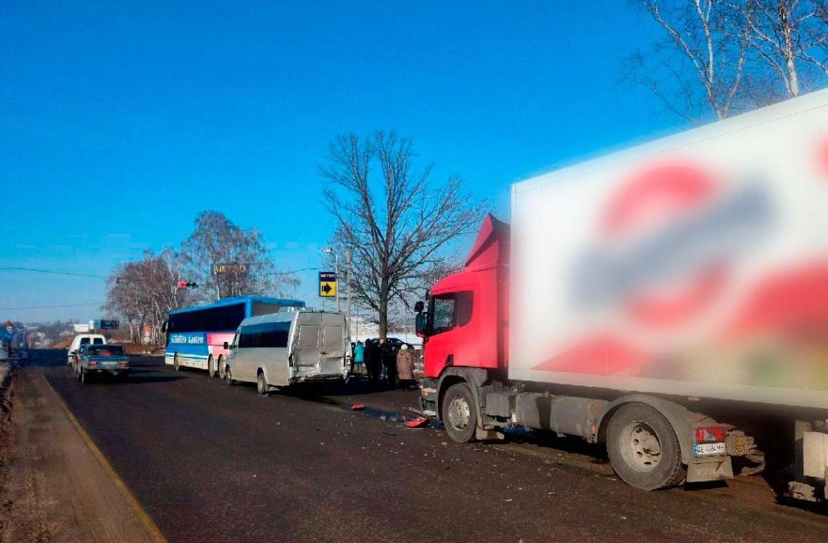 Біля Полтави зіткнулися три транспортні засоби / pl.npu.gov.ua