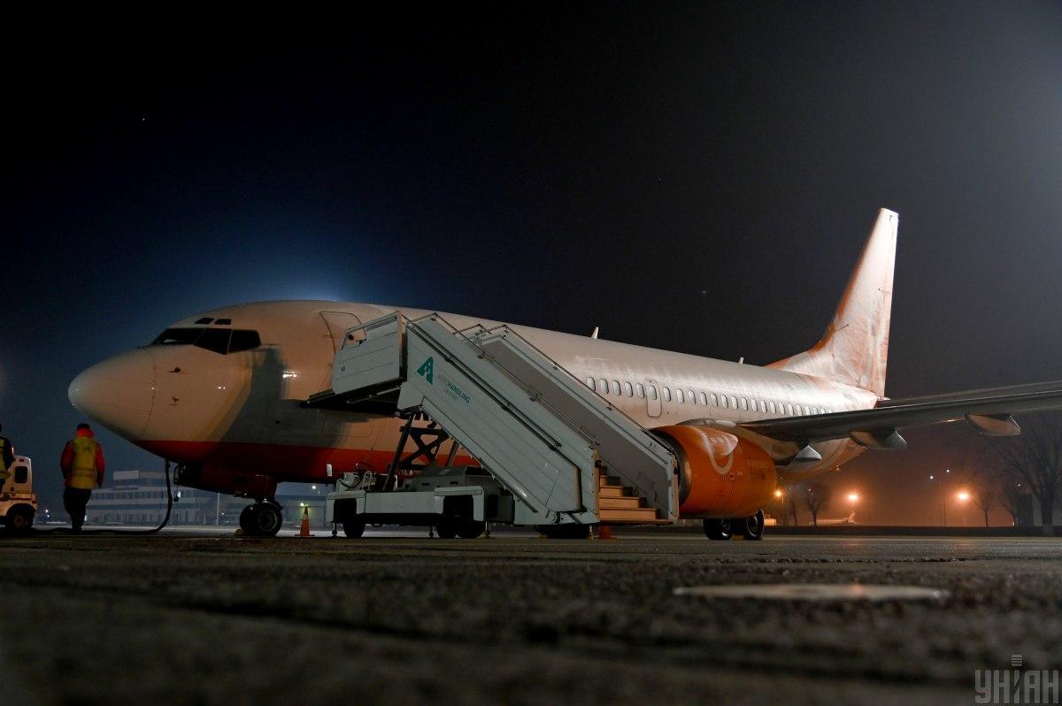 """Самолет с эвакуированными из Китая украинцами и иностранцами прилетит в """"Борисполь"""""""