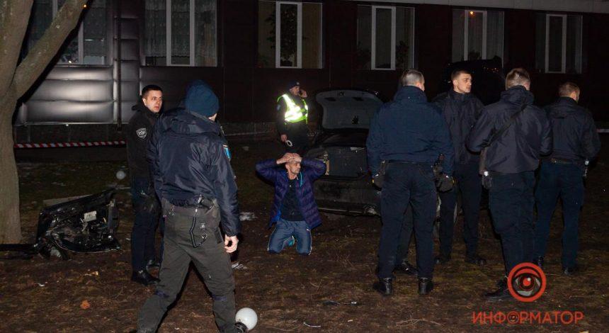 У Дніпрі водій авто збив трьох людей, тікаючи від поліції, є загиблий (фото, відео)