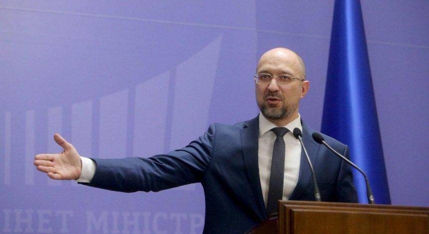 """Україна без підтримки міжнародних організацій """"впаде в прірву фінансового дефолту"""" - прем'єр"""