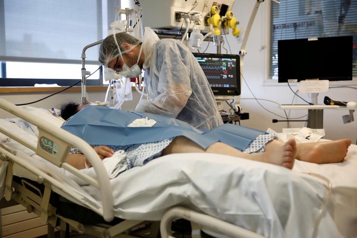 Во Франции количество умерших от коронавируса превысило 10 тысяч человек