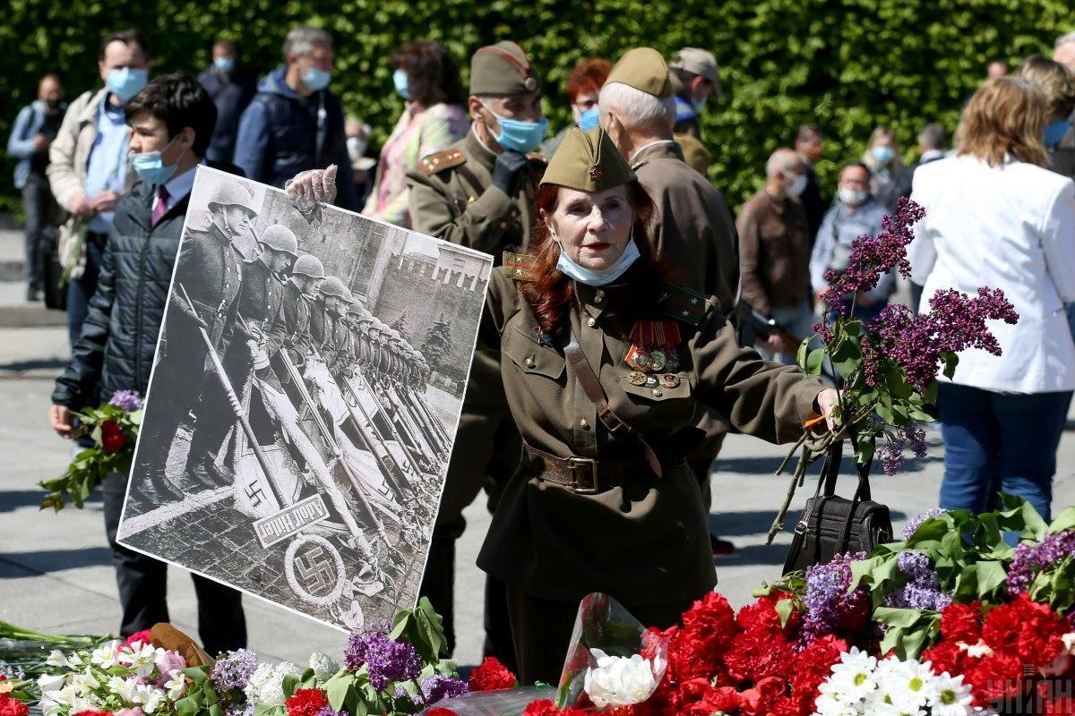 Более 50% украинцев считают, что нужно отмечать День победы 9 мая  опрос