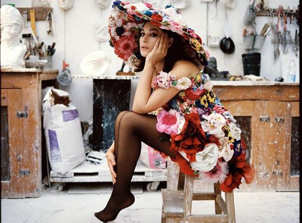 Моника Беллуччи - Моника Беллуччи в компании молодого манекенщика снялась в фотосессии для модного глянца —