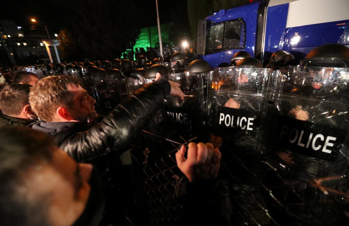 Протест в Тбилиси - полиция разгоняет демонстрантов водометами, фото и видео — Новости мира —