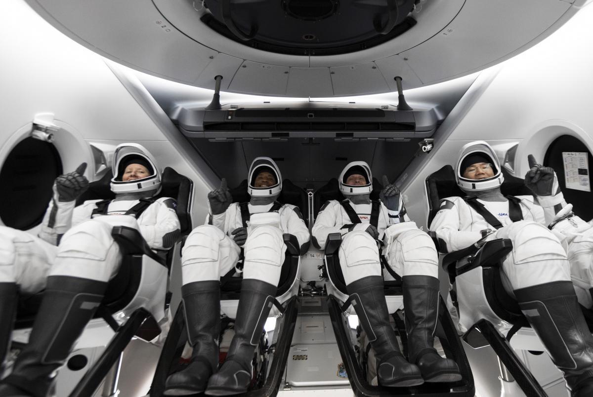 Crew Dragon с экипажем запустили на МКС