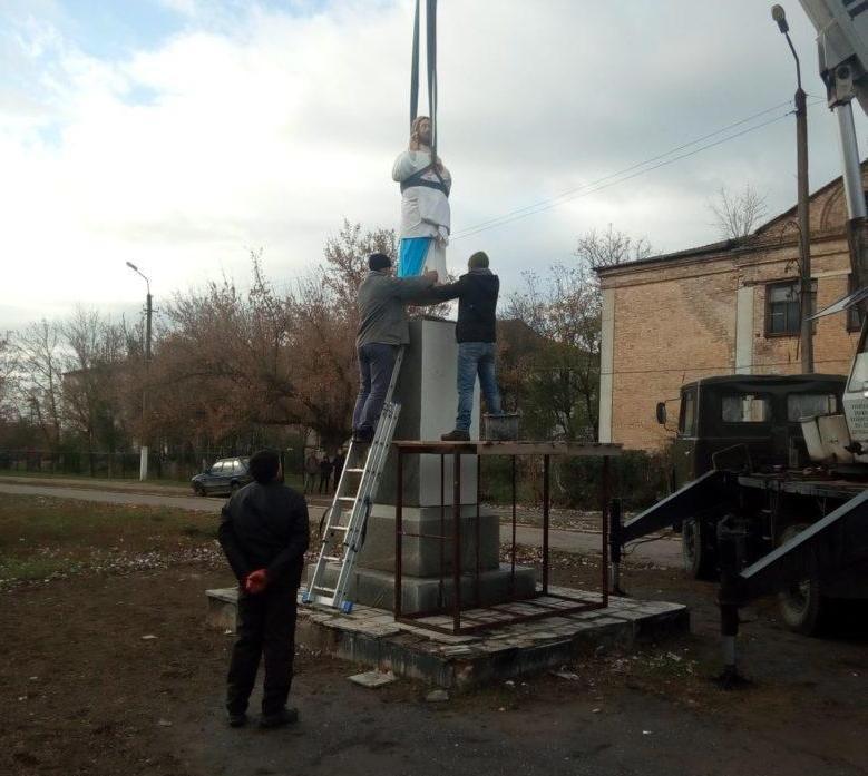 Новости Бердянска - Памятник Ленину заменили статей Иисуса (фото) — последние новости