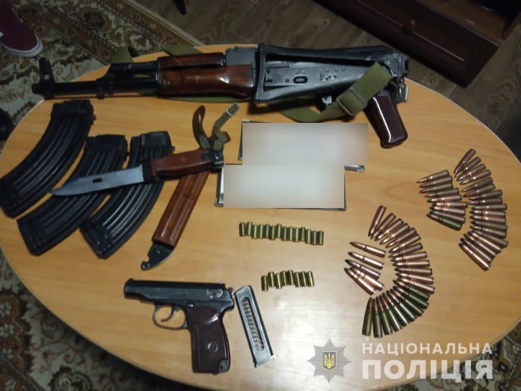1607200514 3340 - Нелегальное оружие - на Киевщине задержали группу лиц за незаконное хранение оружия — Новости Киева