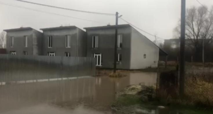 Дожди на Закарпатье вызвали подтопление домов и улиц — Синоптик —