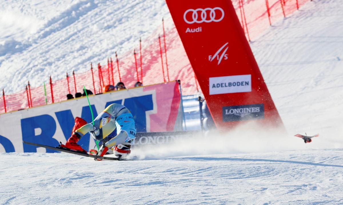 Жуткая травма: норвежский горнолыжник неудачно приземлился на