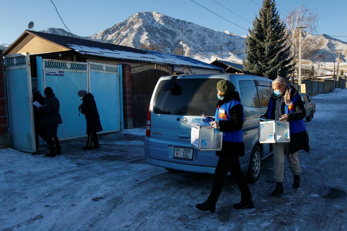 В Кыргызстане проходят досрочные выборы президента