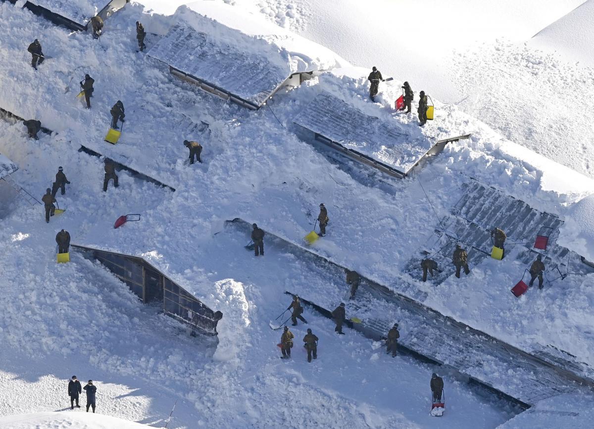 В Японии из-за снегопадов погибли восемь человек — Синоптик —