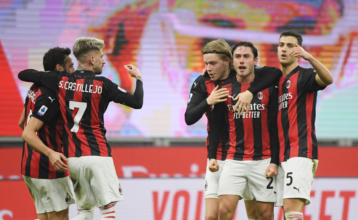 Милан Торино — вратарь забил Милану гол, но это не спасло его