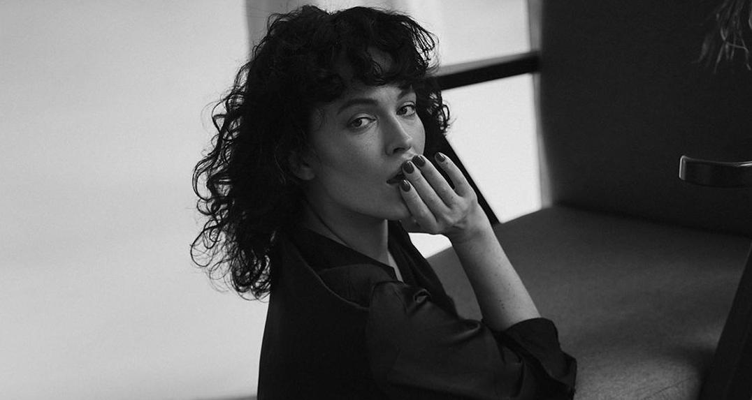 Даша Астафьева — модель сверкнула пышной грудью — УНИАН