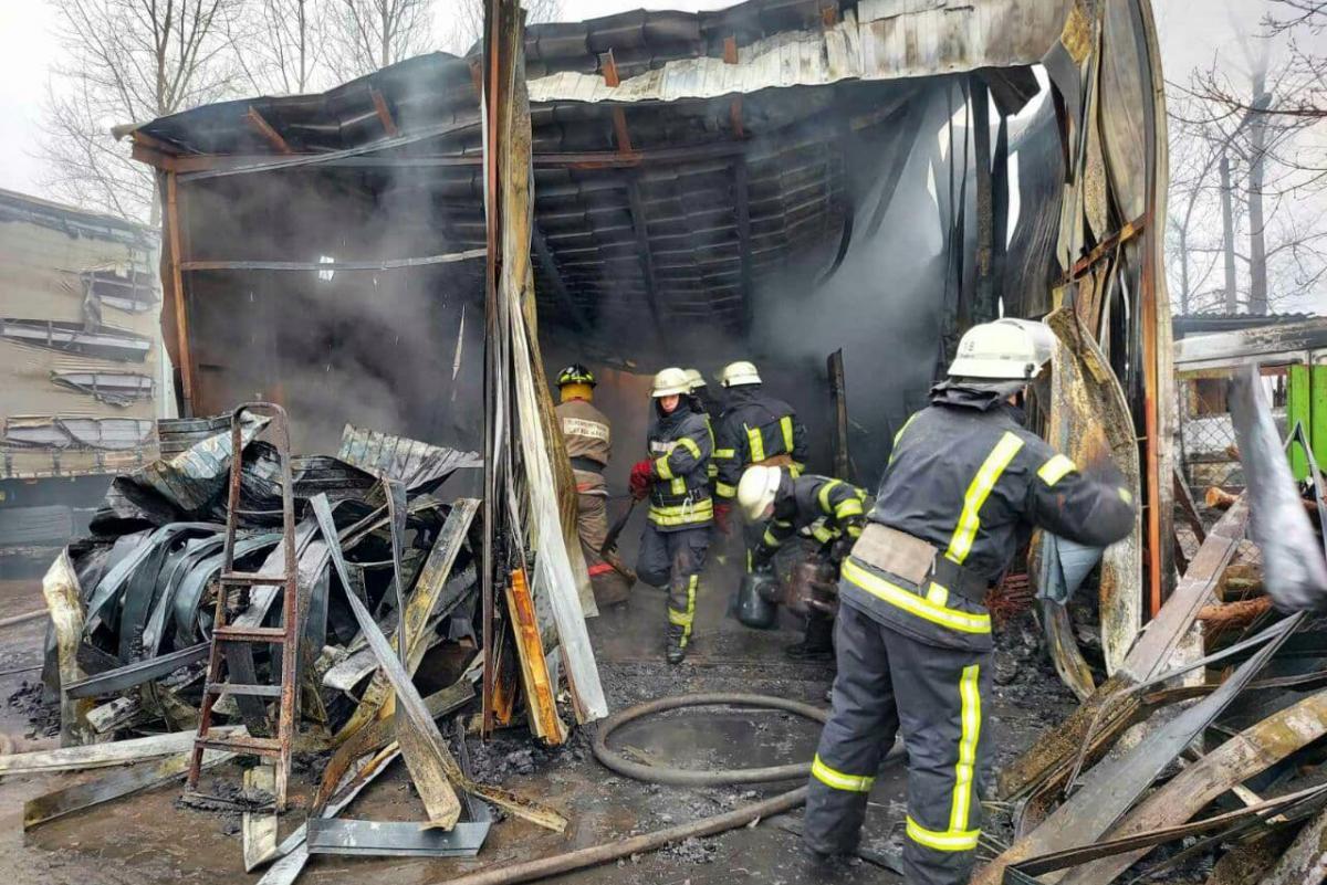 В Киеве произошел пожар в автопарке
