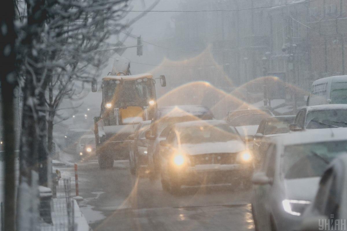 Зимняя непогода: ситуация на дорогах Киева по состоянию на утро