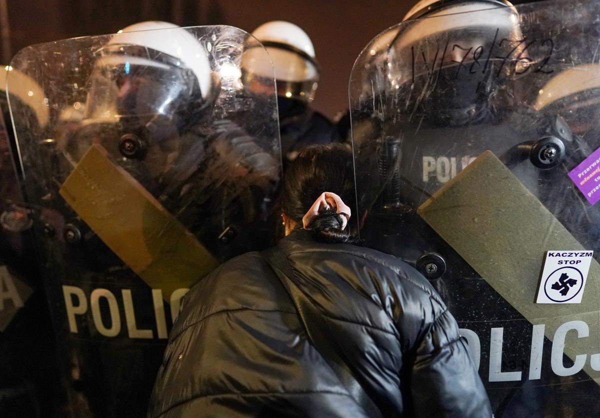 Запрет абортов: ночь в Польше прошла с очередными протестами