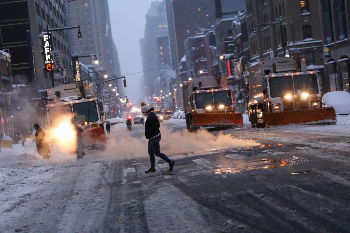 Нью-Йорк засыпало полуметровым слоем снега (фото, видео) — Синоптик