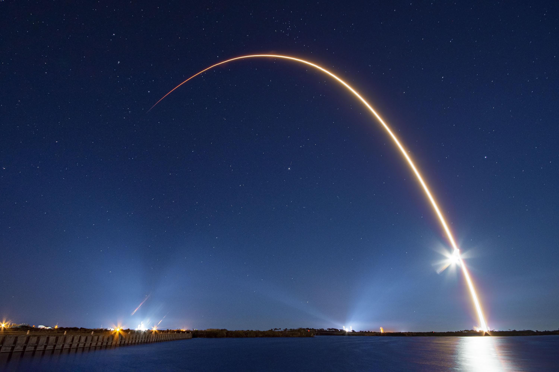 SpaceX отменила запуск ракеты-носителя с мини-спутниками — новости
