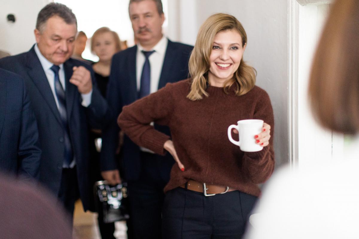 Елена Зеленская — супруга президента Украины примерила хиджаб —