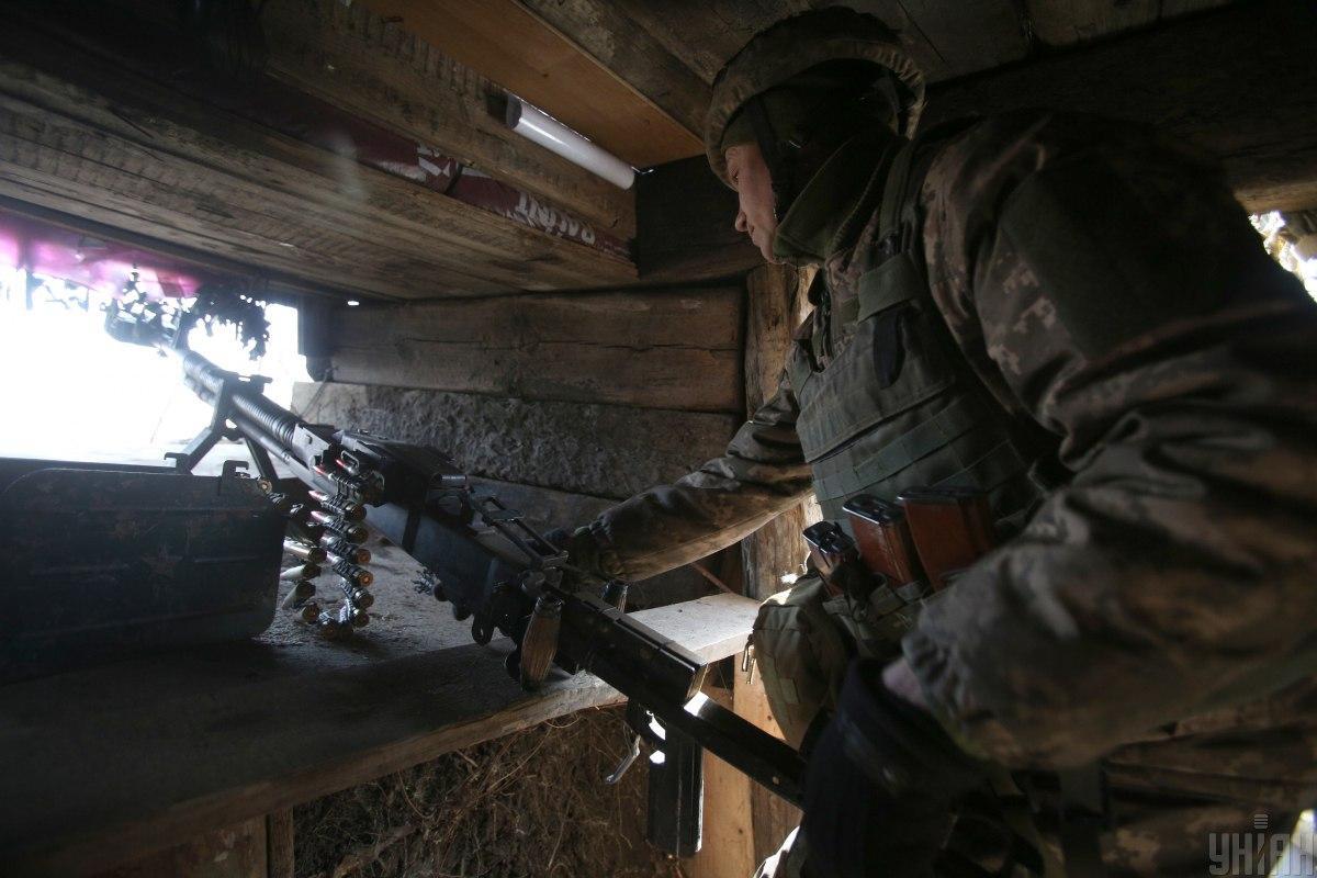 Оккупанты на Донбассе пять раз открывали огонь по украинским позициям, один военный ранен