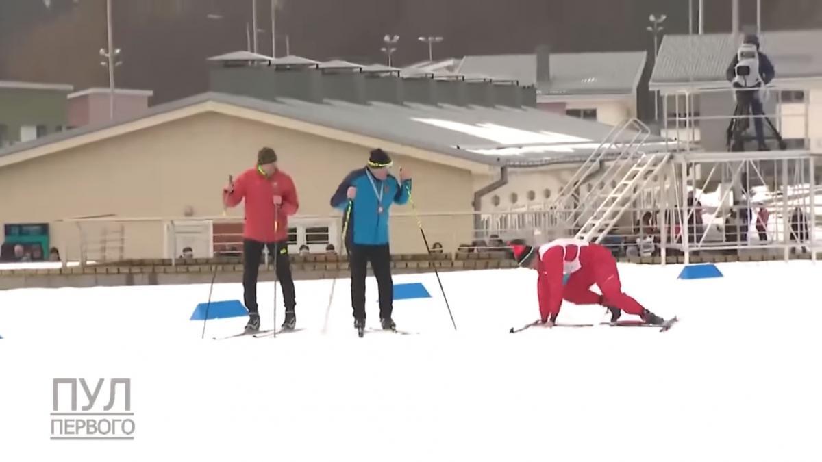 Лукашенко на лыжной гонке — соперник Лукашенко 3 раза «случайно»