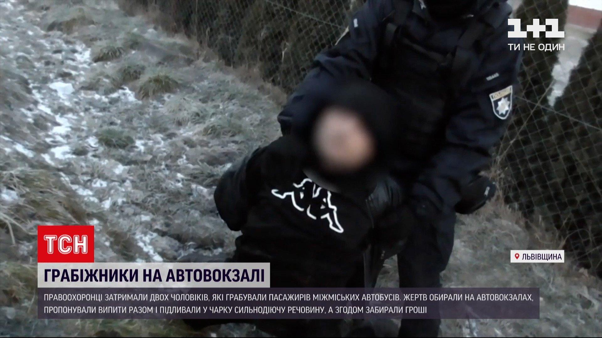 Грабили пассажиров — на Львовщине задержали подозреваемых в