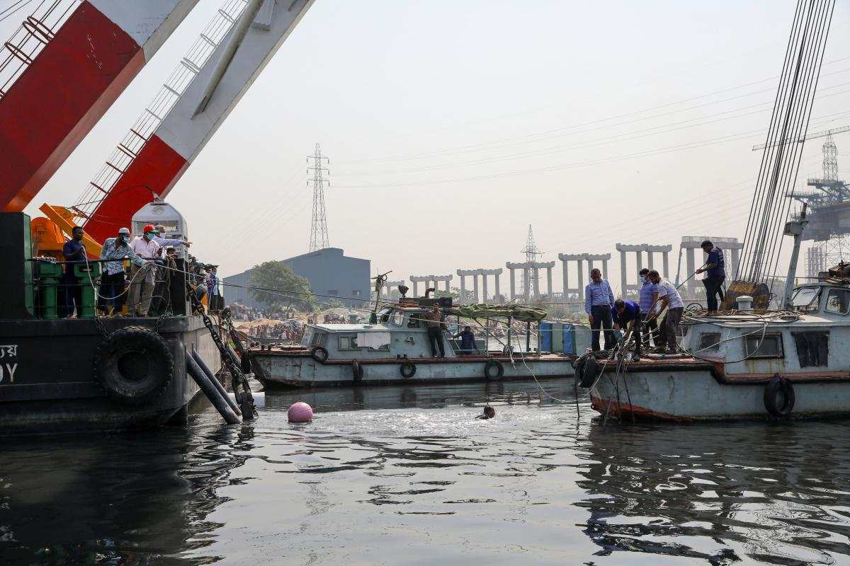 Затонул паром — в Бангладеш паром столкнулся с грузовым судном,
