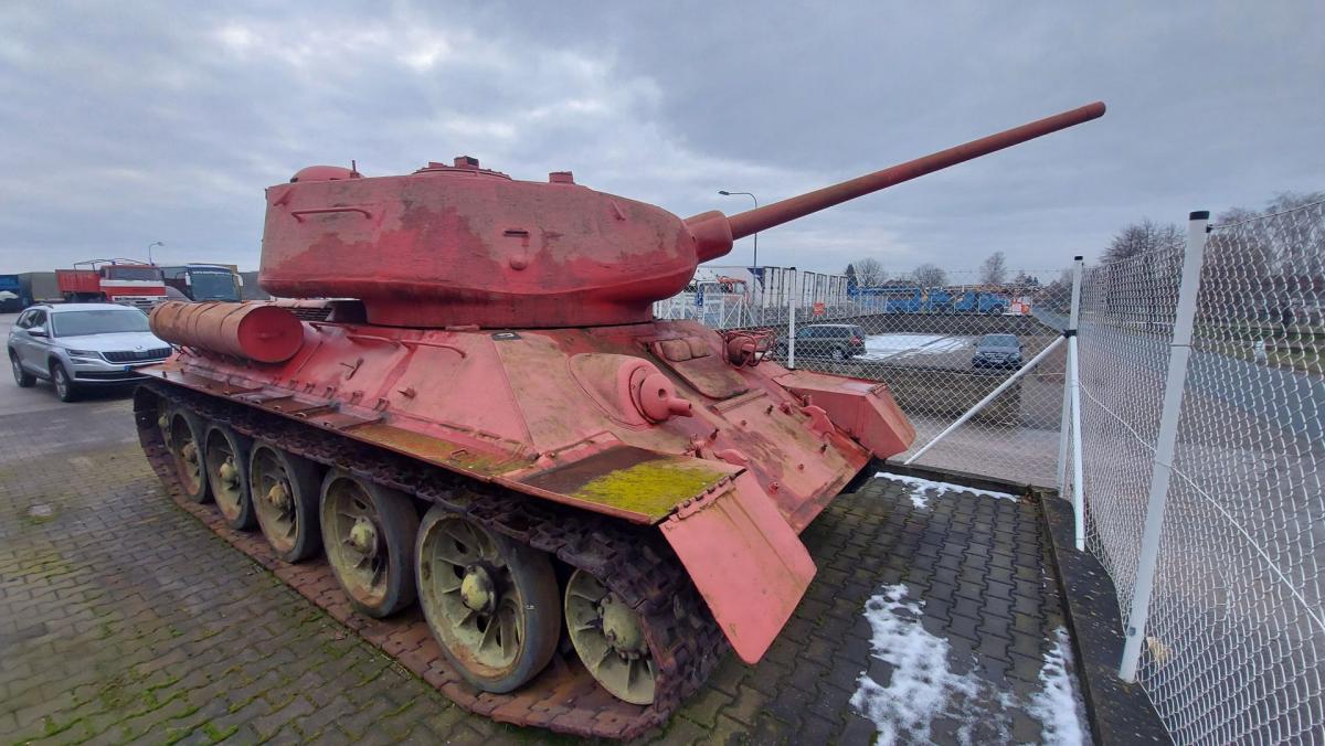Т-34 и SD-100 — в Чехии мужчина добровольно сдал полиции танк и