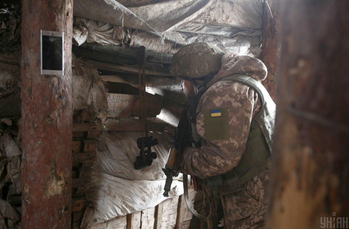 Боевики на Донбассе сегодня семь раз обстреляли украинских военных
