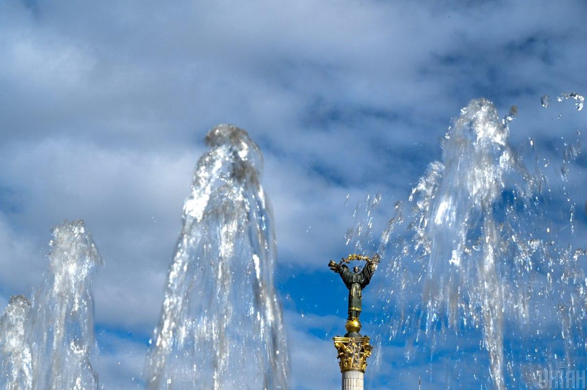 В Киеве запустили фонтаны