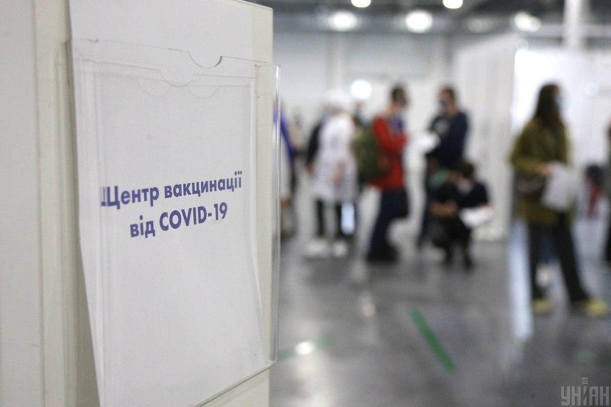 Стоит брать пример с Франции: политтехнолог предложил жесткие меры, чтобы заставить украинцев вакцинироваться от коронавируса