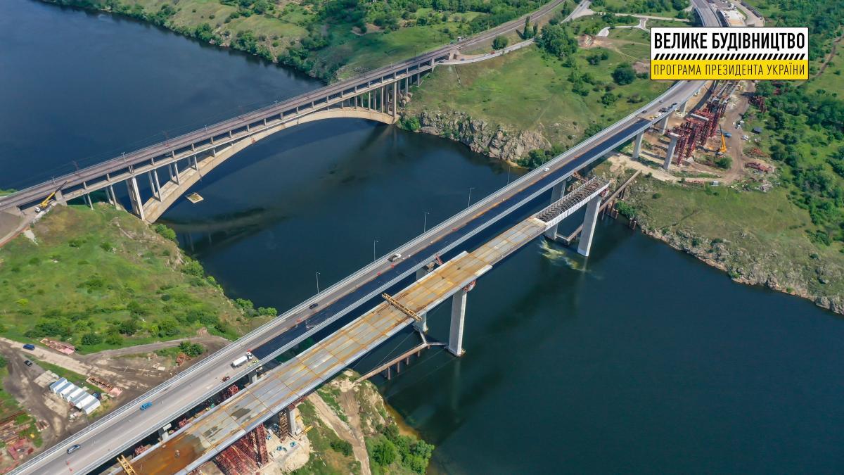 Пока Захарий направляется в Запорожье, на мостах через Днепр кипит Большая стройка