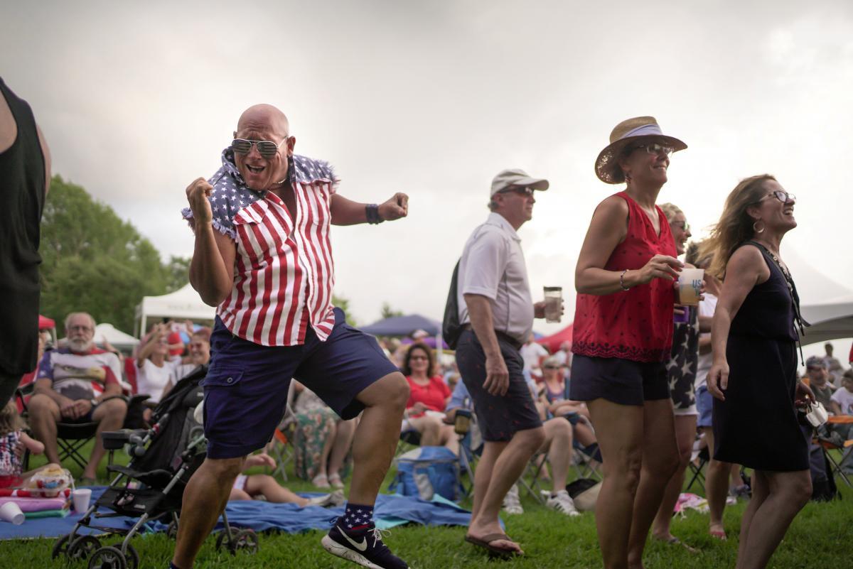 США с размахом и без карантинных ограничений отпраздновали День независимости