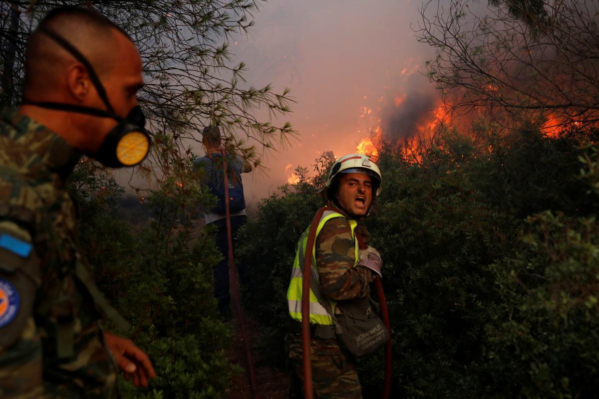 В Греции из-за лесных пожаров власти начали эвакуацию пригорода Афин