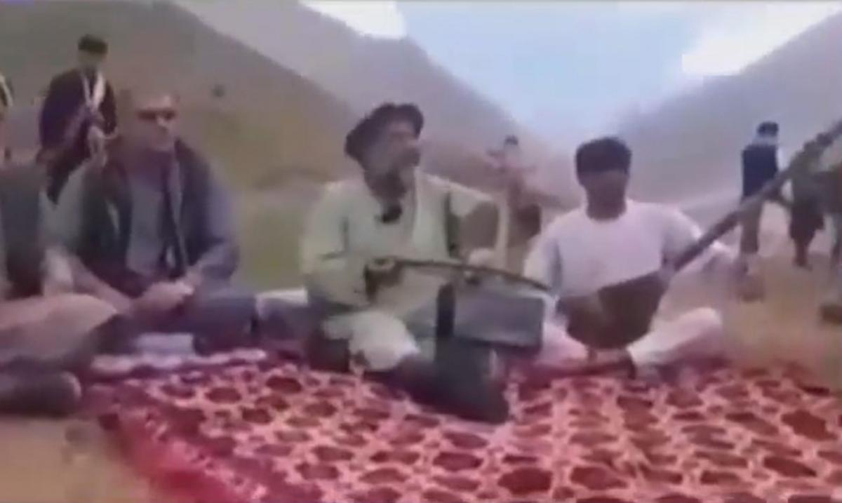 Талибы расстреляли известного афганского музыканта