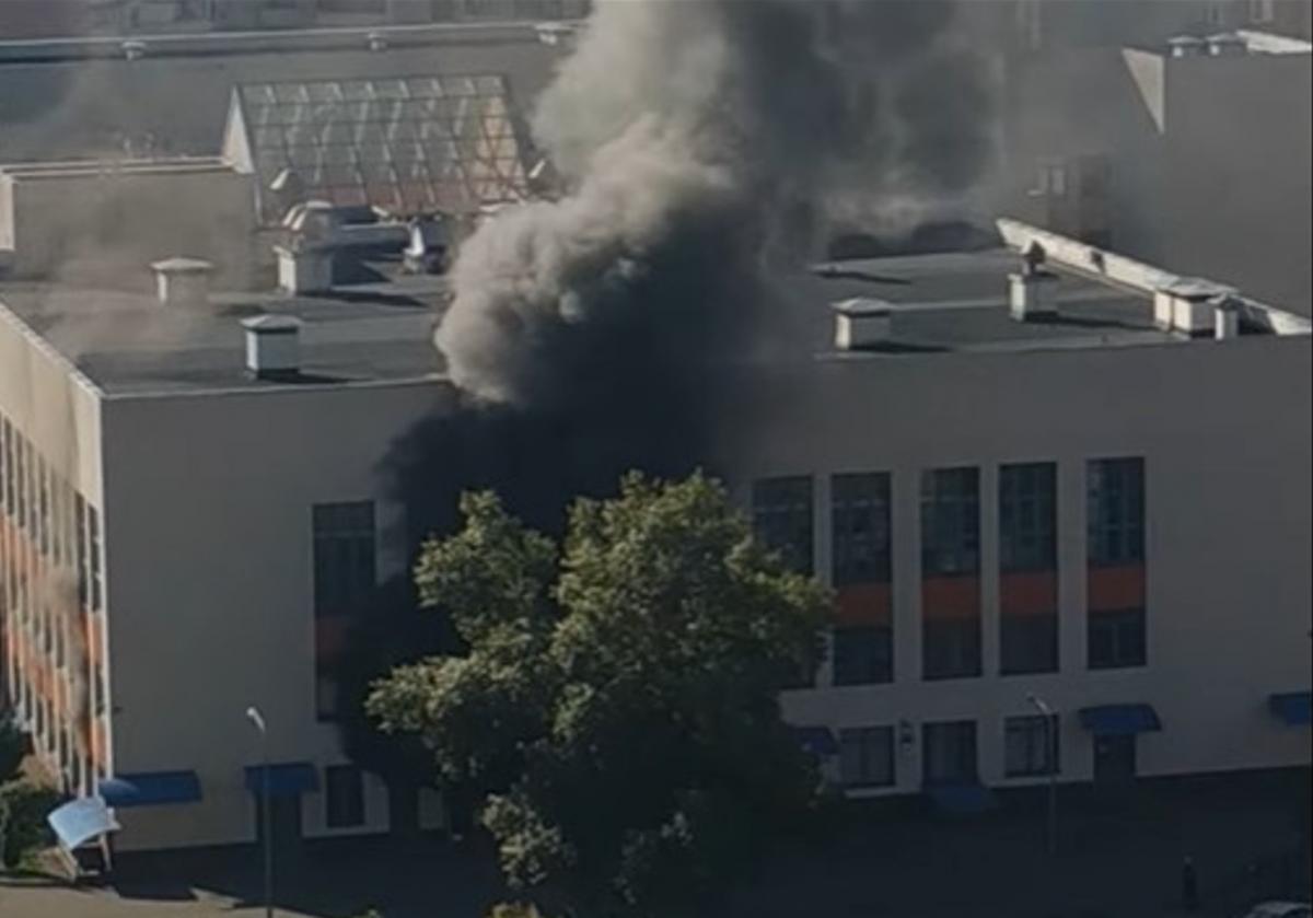В Киеве из-за пожара в гимназии эвакуировали 1,5 тысячи учеников
