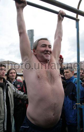 Фото Мэр Киева демонстрирует спортивную форму - УНИАН