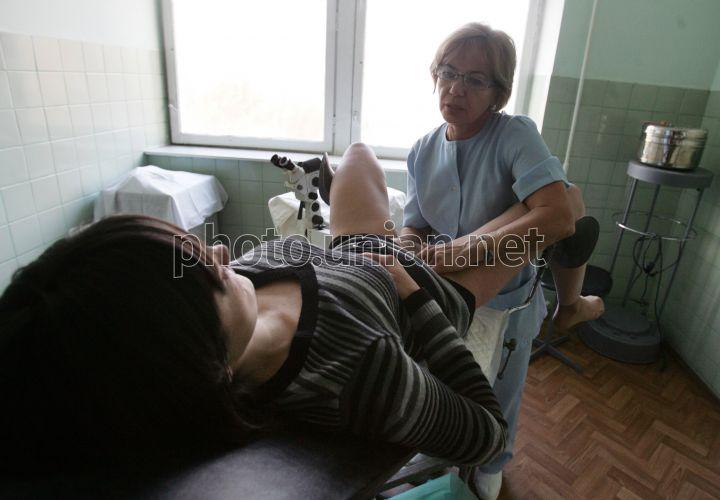 Лесбиянка на гинекологическом кресле, сперма на лицо очистить хранилище