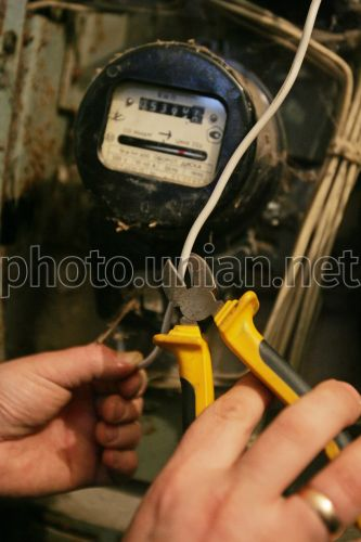Photo Electrician disconnect an apartment from electric