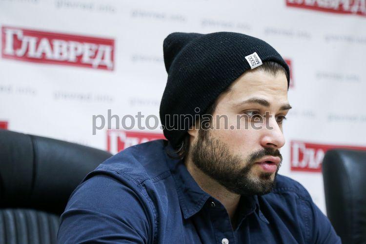 27 мая в Киеве Владимир Ткаченко представит сольную концертную ...   500x750