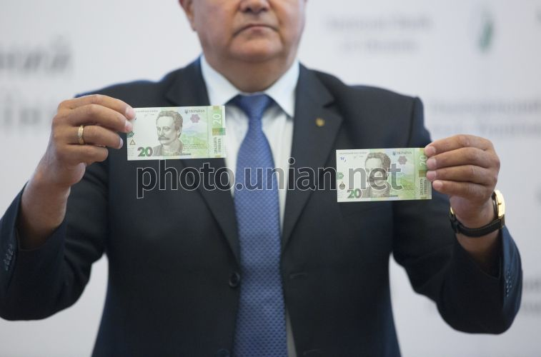 Photo Demonstration of banknotes with a nominal value of UAH 20 - UNIAN