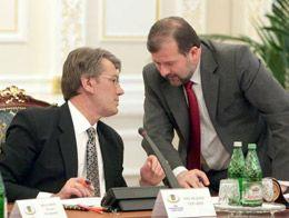 Виктор Ющенко и глава Секретариата Виктор Балога во время заседания Совета национальной безопасности и обороны Украины, 16 февраля