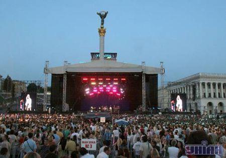 Вид с Майдана на сцену
