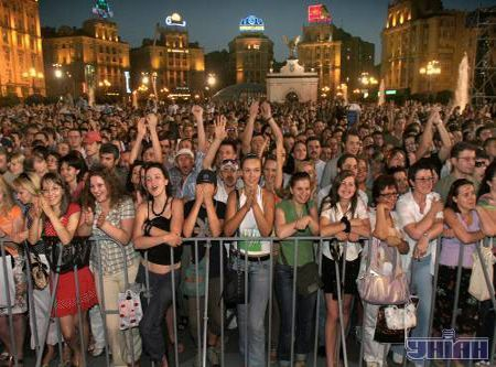 Вид со сцены на Майдан