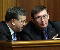 Юрій Луценко і Анатолій Гриценко в залі засідань ВР. Київ, 20 березня