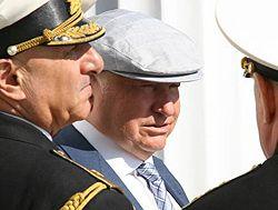 Мер Москви Юрій Лужков під час військово-морського параду, присвяченого 225-річчю ЧФ. Севастополь, 11 травня