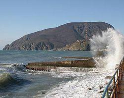 Краєвид на Ведмідь-гору (Аю-Даг) на Південному Березі Криму